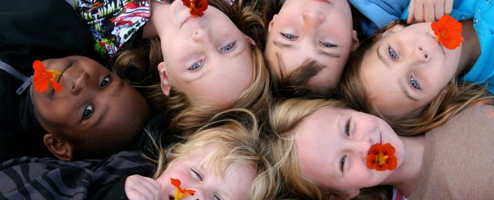 PageLines- ChildrensCommunityGarden-KidswithNosturtiums.jpg