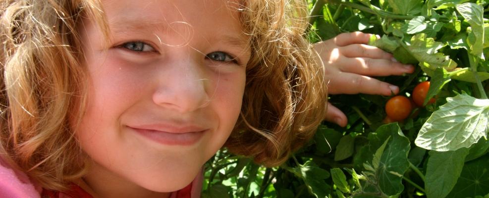 PageLines- ChildrensCommunityGarden-girlwithcherrytomatoes.jpg
